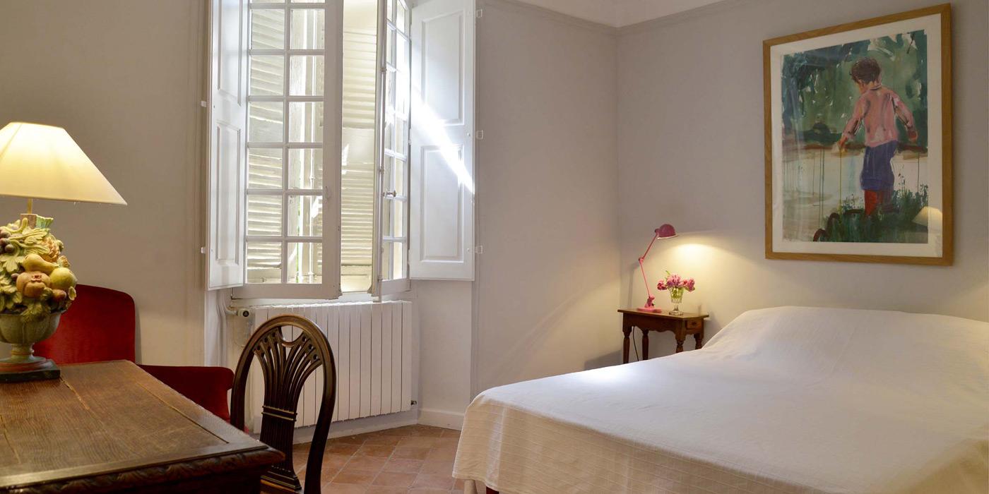 grande chambre au 1er étage avec salle de bain attenante au 1er étage - bastide du Clos de Villeneuve - Valensole, provence
