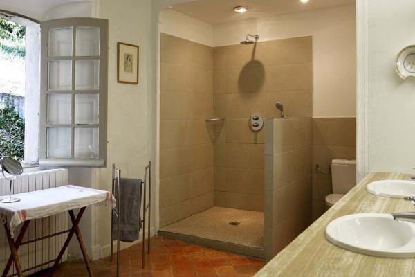 salle de bain - location bastide du Clos de Villeneuve - Valensole en provence, parc naturel du Verdon