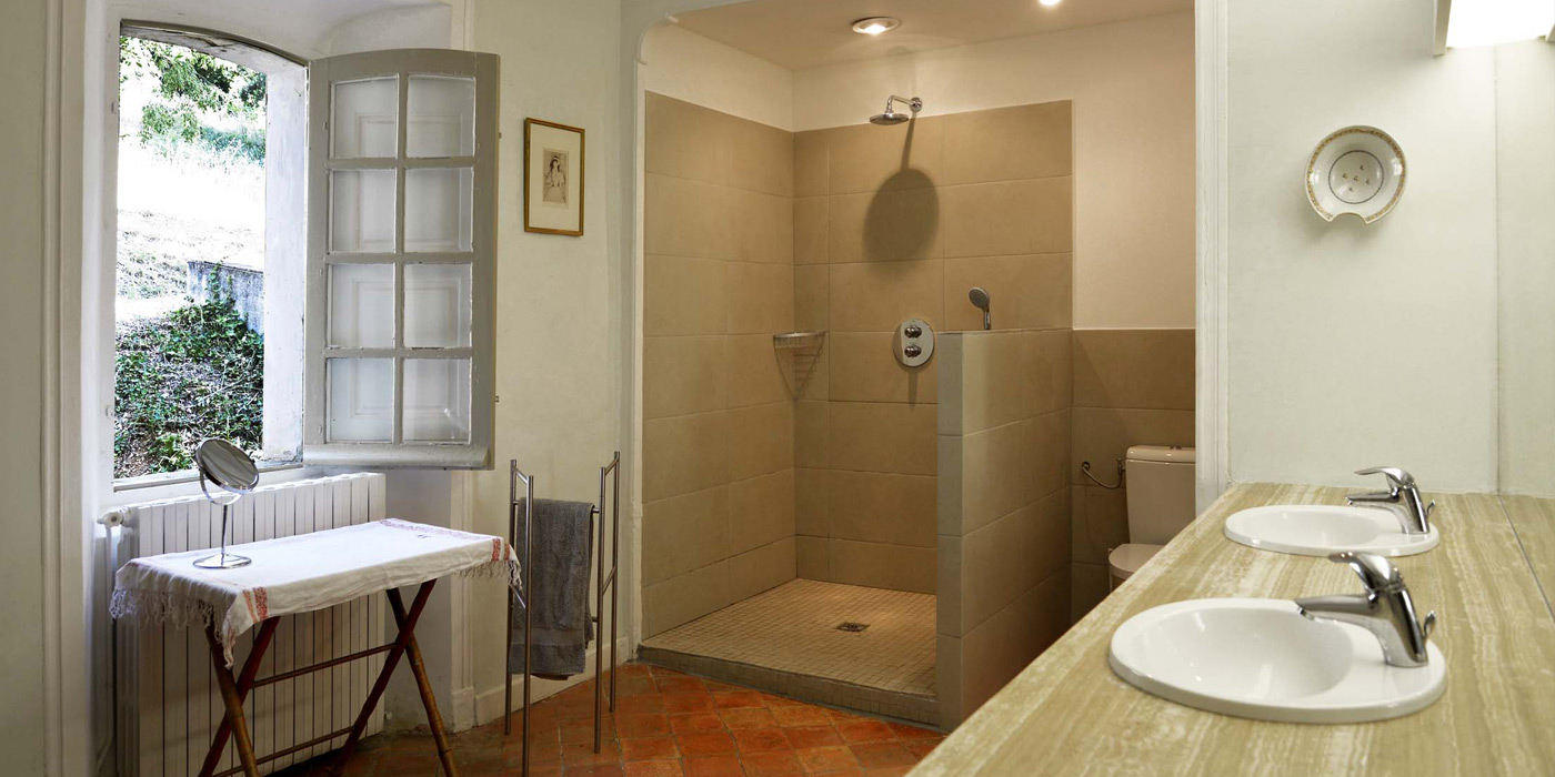 Salle De Bain Rose Et Blanc ~ The 6 Bathrooms Country Estate Le Clos De Villeneuve In Valensole